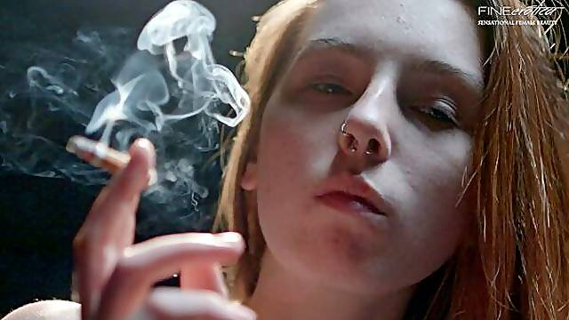 Soloing smoking chick Lilian shows off her naked body on the sofa