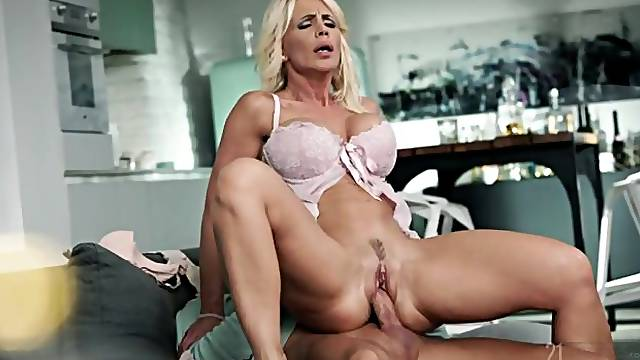 Tall MILF with big tits Tiffany Rousso jumps on her boyfriend