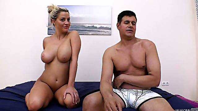 Busty Sienna Day is the lucky girl whos invited on Immoral Live. Watch this beauty receive a sexy treatment by the master of puss, the enjoyable Porno Dan! He finds her pussy so perfect that it makes him release a warm load of cum just for it
