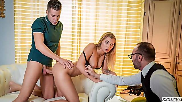 Serbian blonde Vyvan Hill fucks her partner at their therapists office