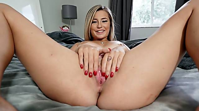 Carolina And Her Sweet Pussy