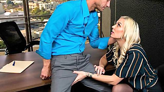 Kenzie Taylor fucks her boss for that promotion