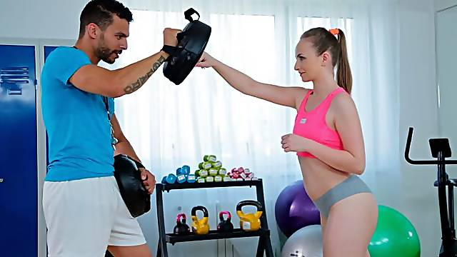 Milf and petite nymph gym threesome