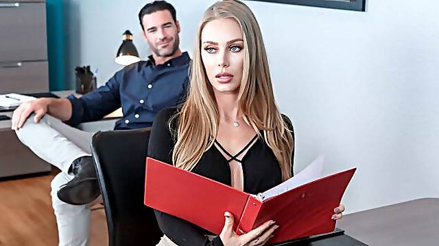 Nicole Aniston fucking in the desk with her athletic body