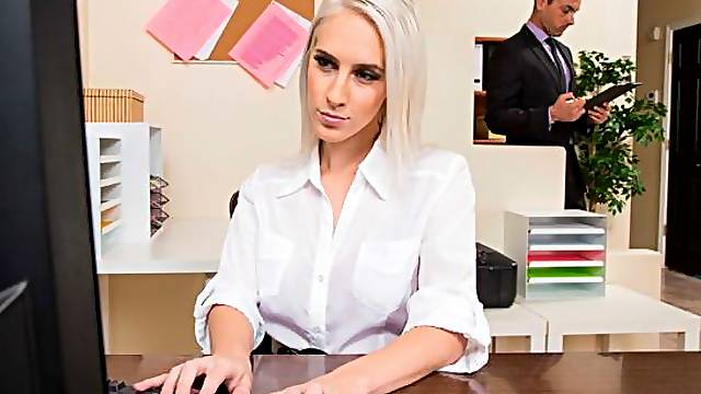 Cadence Lux fucking in the chair with her average body