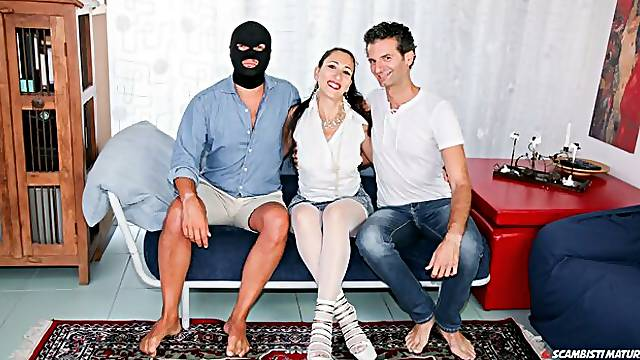 Dirty threesome and double facial for mature Italian swinger Luna Dark
