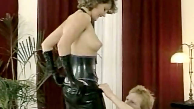 Hussy mistress in latex outfit gives deepthroat blowjob