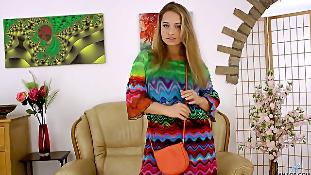 Russian housewife Olga Cabaeva enjoys insertion and plays with boobies