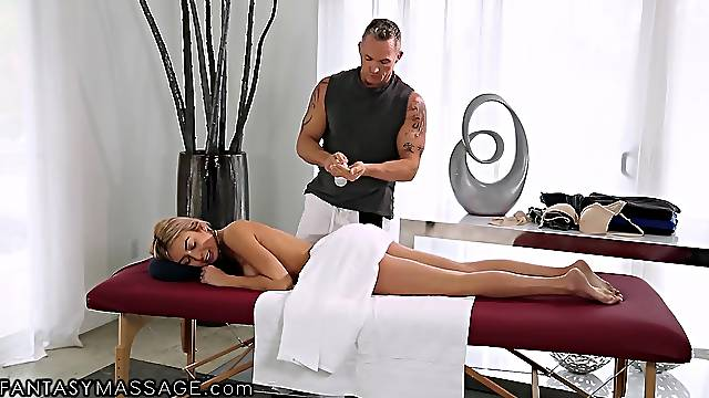 Marcus London fucks killing hot babe after oil pussy massage