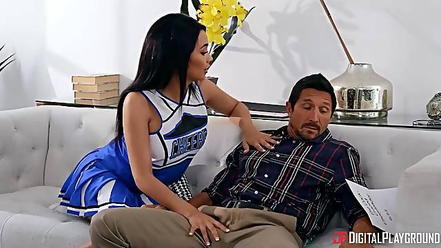Flirty babe Aaliyah Hadid seduces friends daddy Tommy Gunn