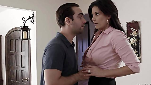 Seducer fucks sexy stepmom India Summer in mouth and pussy