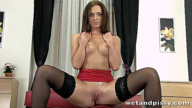 Best squirting pussy video featuring sexy Czech model Chrissy Curves