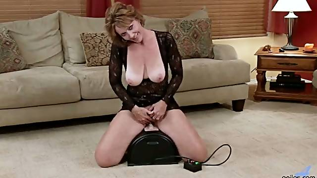 Using a sybian lusty curvy whore Samantha Stone is ready to drill twat