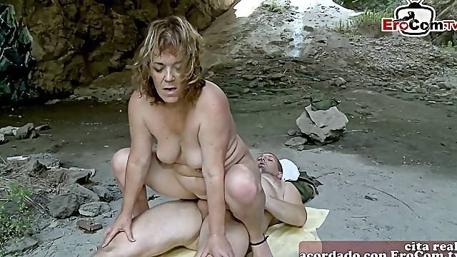 spanish mature mom at amateur outdoor sex