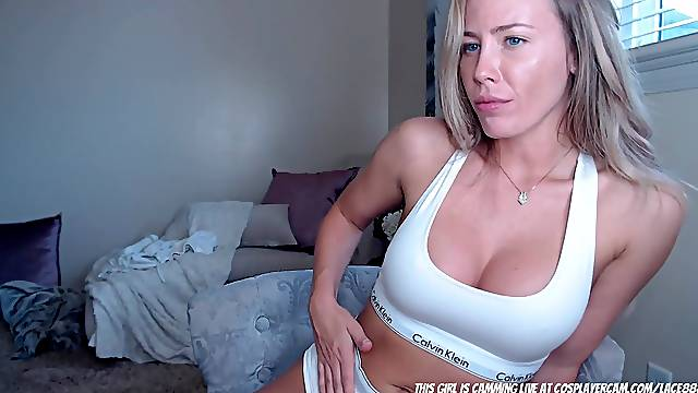White MILF Loves It In The Ass...