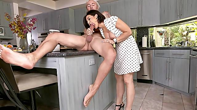 Needy mom takes good care of cock in sloppy manners