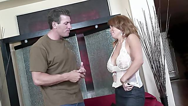 MILF creams lips after fucking with man like a whore