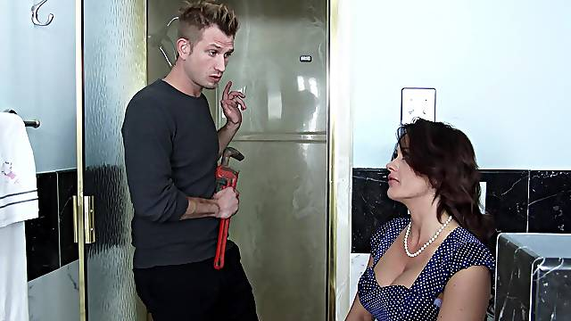 Special anal kink for a stepmom in her 50s