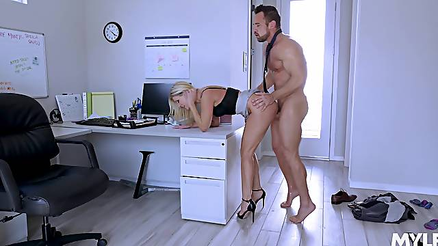 Naked wife tries hard sex at work with the new guy
