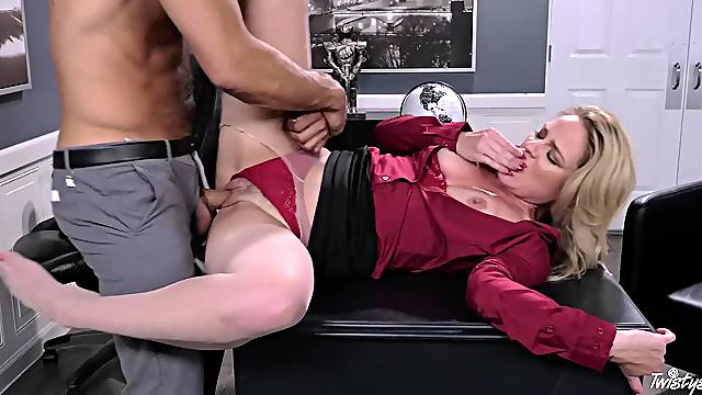 Office fucking on the table ends with cum in mouth of Lisey Sweet