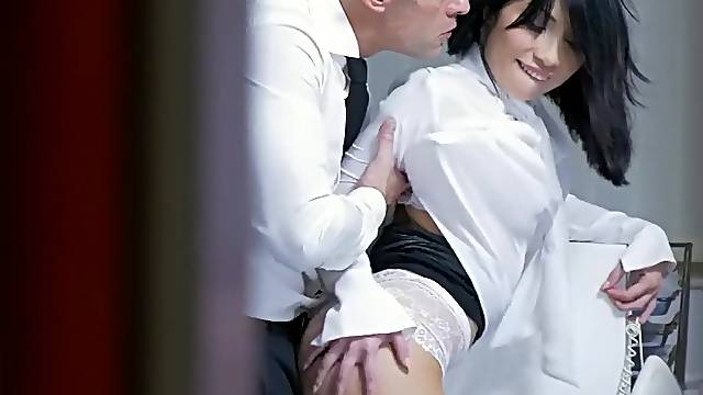 Sexy secretary leaves the boss to do whatever he wants with her cunt