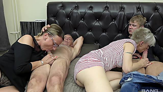 Matures share a dick in the most insane threesome