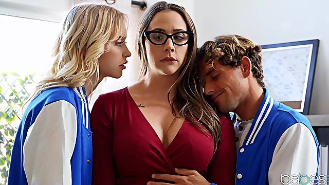 A remarkable threesome home play with mommy