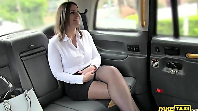 Pretty MILF Tasha Hoiz gets done good and long in her taxi