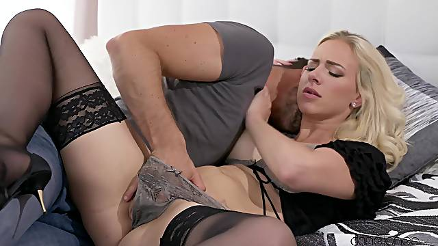 Deep sex makes mommy really happy
