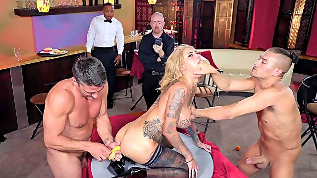 Savage threesome for addicted to cock Bonnie Rotten