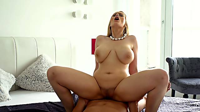 Cougar mom suits her thirst for cock in a seductive POV