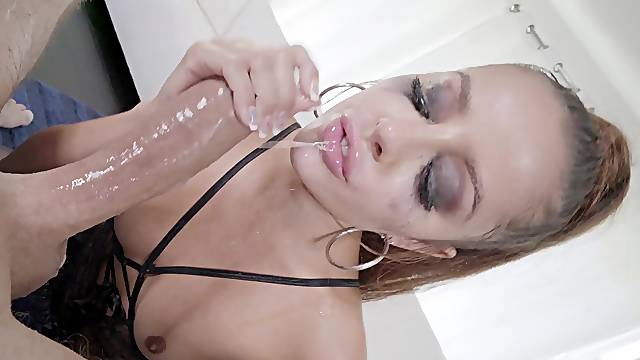 MILF sucks the heavy dong until the sperm ruins her make up
