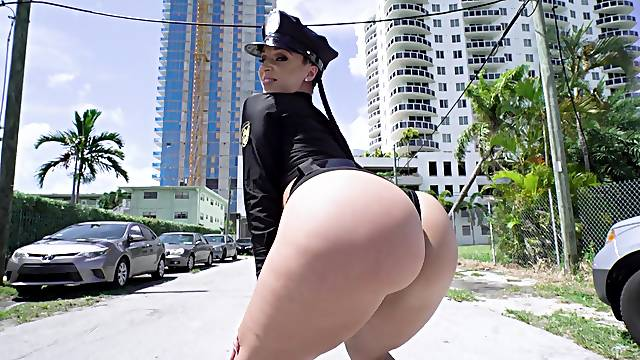 Dirty cop Jada Stevens meets her match with this fellow