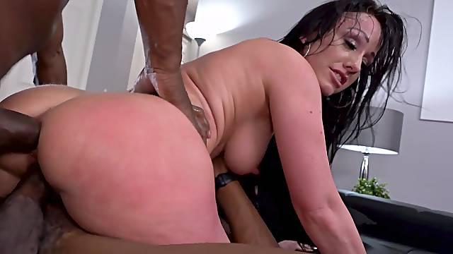 MILF Jennifer White opens her ass during interracial threeway shagging