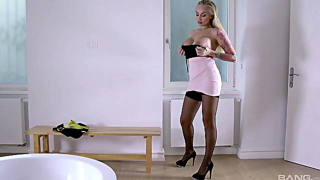 Striking Kayla Green gets on her knees to suck before riveting sex