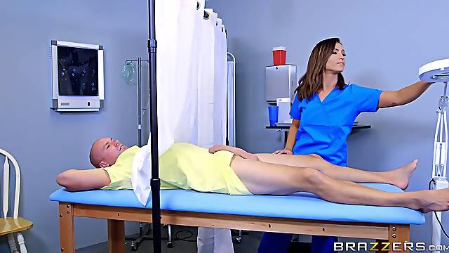 Nurse Kelsi Monroe goes with an unconventional treatment method