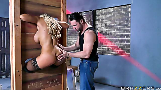 Latina cougar is ass fucked in a dirty fetish play