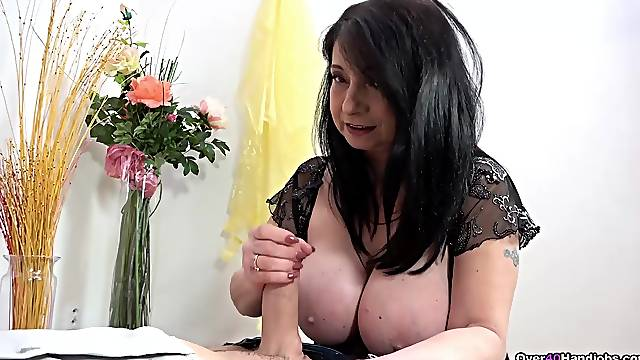 Mature with huge jugs, crazy handjob home session on cam