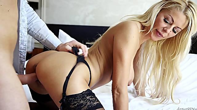 Insolent blonde MILF pumps serious inches down that premium snatch