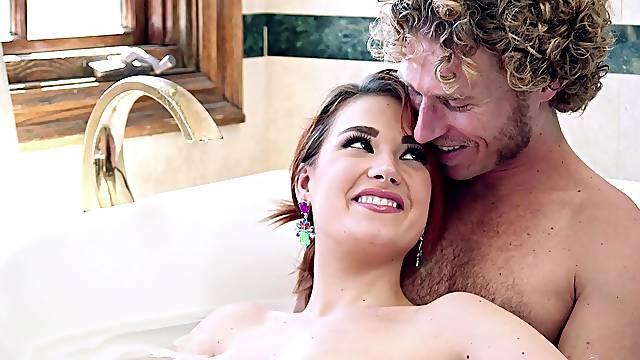 Thick babe sucks it wet before letting it lose in her furry cunt
