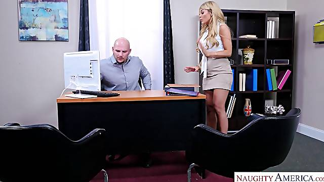 Employee persuaded to Work with Tits - MILF Bosslady