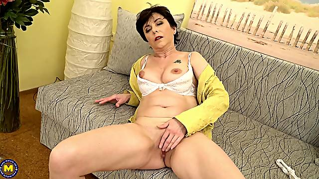 Wrinkled old lady has a pierced clit she likes to play with