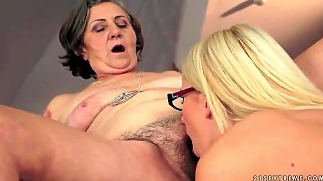 Young Kiara Lord licks hairy mature cunt