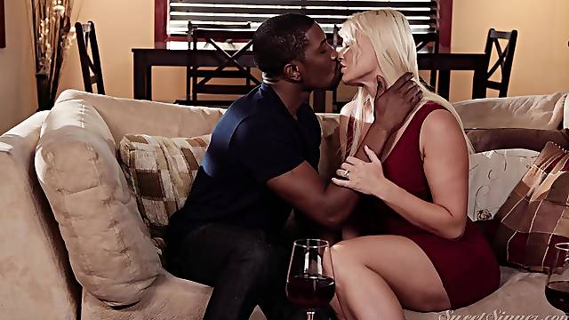 Mind blowing interracial sex on the couch makes mommy to cum fast