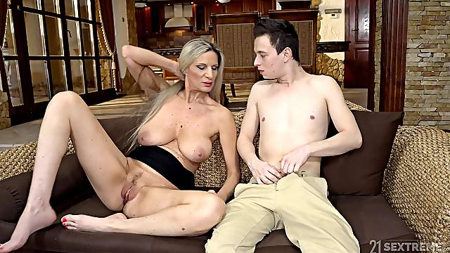 Young nephew fucks this busty mature woman until she falls exhausted