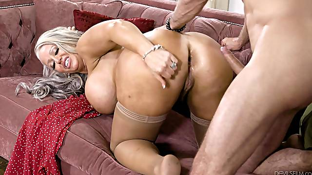 Hard sex for the horny mature after she sucks her step son's dick