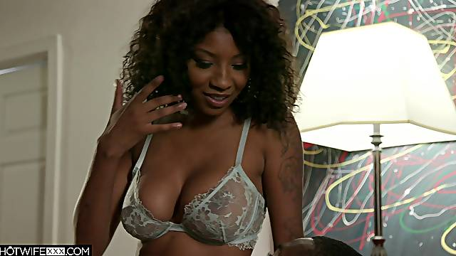 Deep orgasms for the ebony mom after she fucks for a whole hour