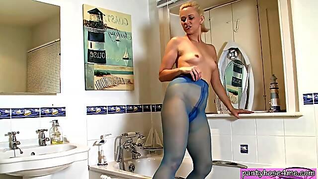 Housewife pantyhose masturbation