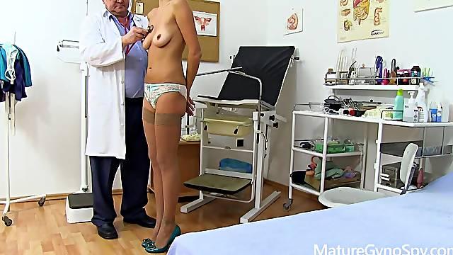 Tall mature lady Monique gyno fetish video