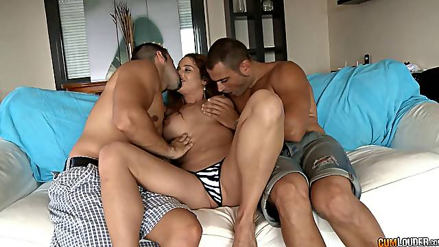Cathy Heaven double penetration stretches her lustily